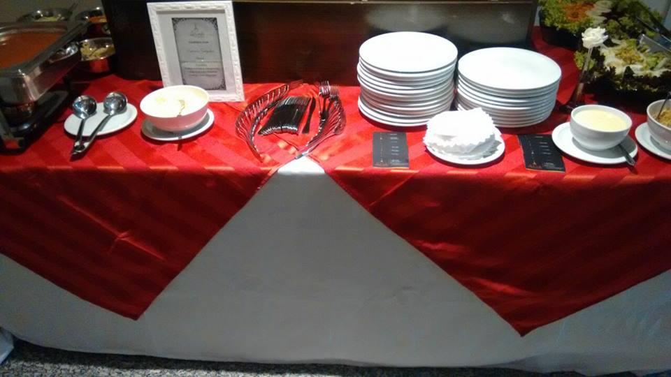 mesa vermelho com listras